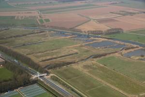 foto Flora-fauna-werkgroep Gelderse Poort: witte voetgangersbrug Sprinkplank en 't Zwanenbroekjeen